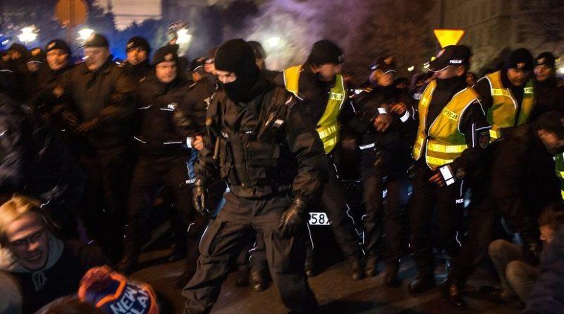 Z OSTATNIEJ CHWILI: W Warszawie trwa masowy protest kobiet [WIDEO]