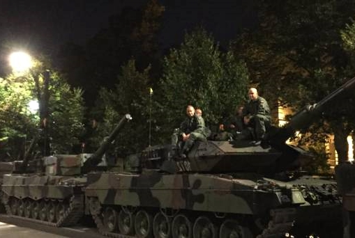 Bunt policji i wojsko na ulicach! Pierwsze ofiary wojny w Warszawie!