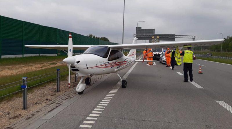 Awaryjne lądowanie samolotu na A1! [ZDJĘCIA]