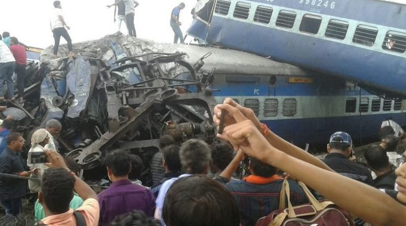 W katastrofie kolejowej zginęło kilkadziesiąt osób [WIDEO]