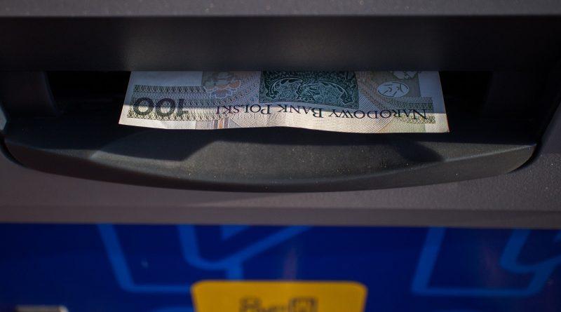 74-latek chciał wysadzić bankomat. Bomba omal go nie zabiła
