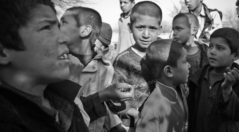 Kobieta z trzynaściorgiem dzieci zatrzymana na granicy. Połowa dzieci zakażona COVID