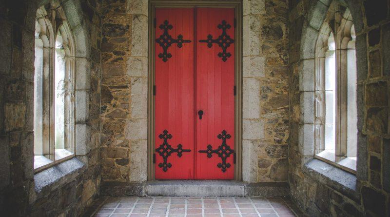 Odwiedzających apartament papieża Franciszka wita nietypowy napis
