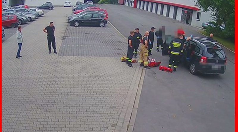 Przyjechali po pomoc do strażaków. Akcja na placu jednostki [WIDEO]